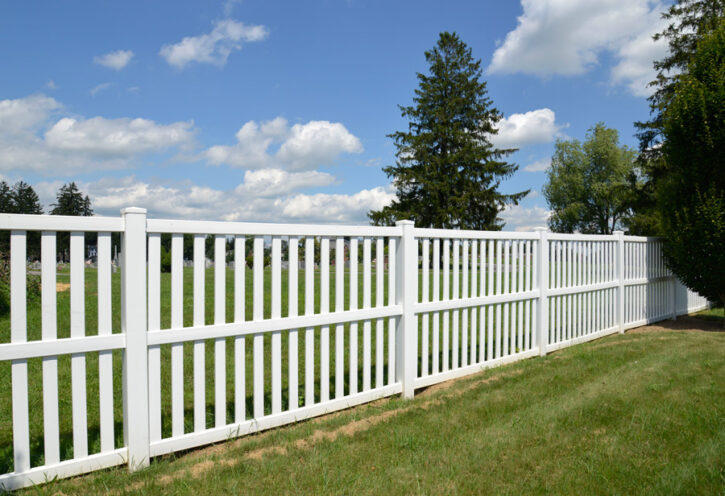 vinyl back yard fence construction
